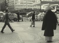 喧騒の中の孤独