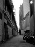 街の狭間—丸の内と八重洲